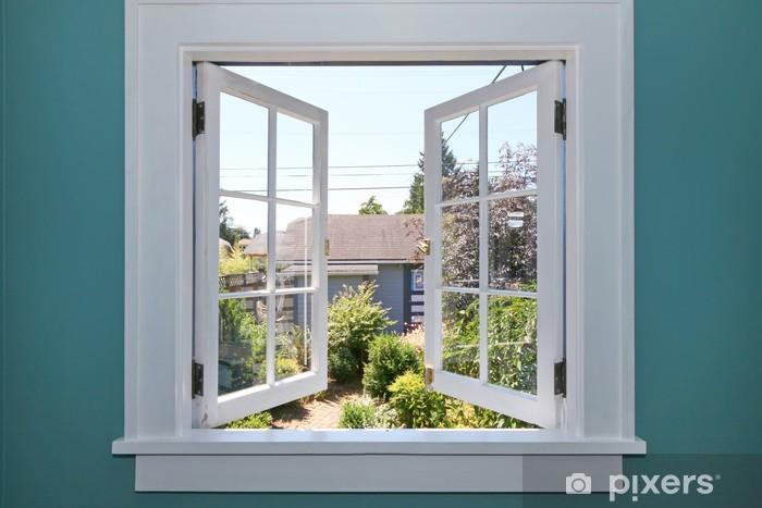Vinyl Fotobehang Open raam naar de achtertuin met schuurtje. - Privé constructie
