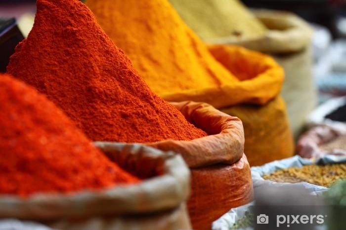 Pixerstick Sticker Traditionele specerijen markt in India - Kruiden