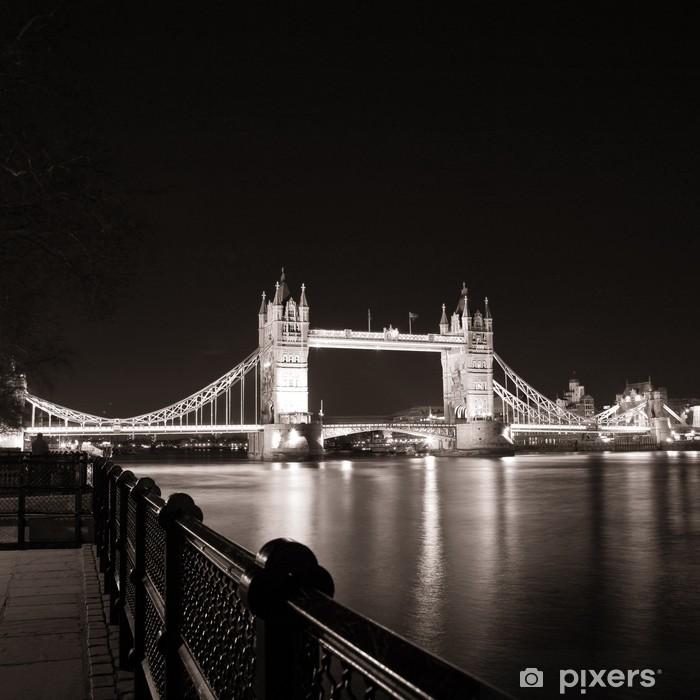 Papier peint vinyle Tower Bridge de nuit. - Thèmes