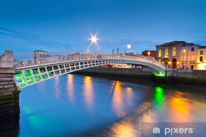 Nálepka Pixerstick Ha'penny most v Dublinu v noci, Irsko - Evropa