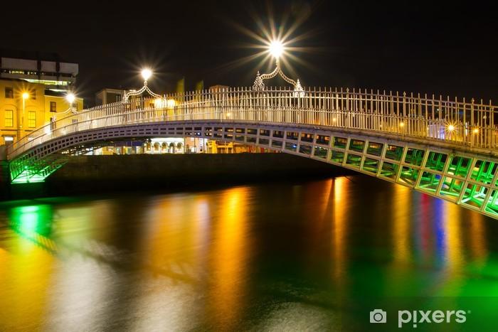 Fotomural Estándar El puente del medio penique en Dublín en la noche, Irlanda - Europa