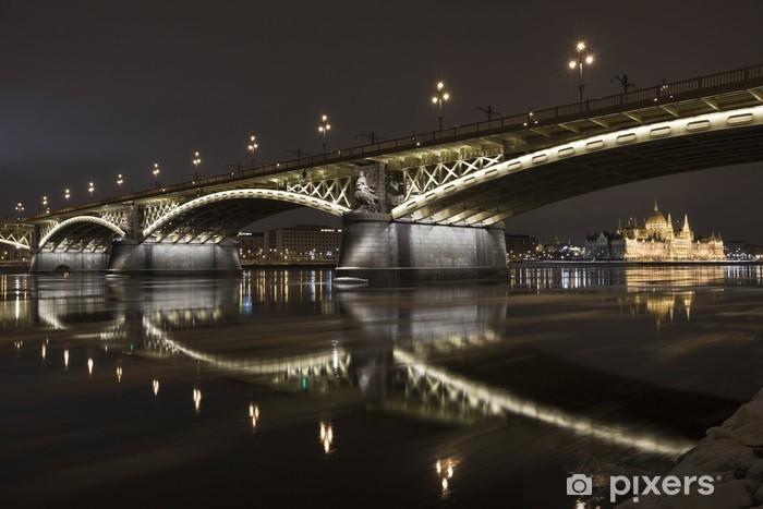 Naklejka Pixerstick Zima w Budapeszcie w nocy - Europa