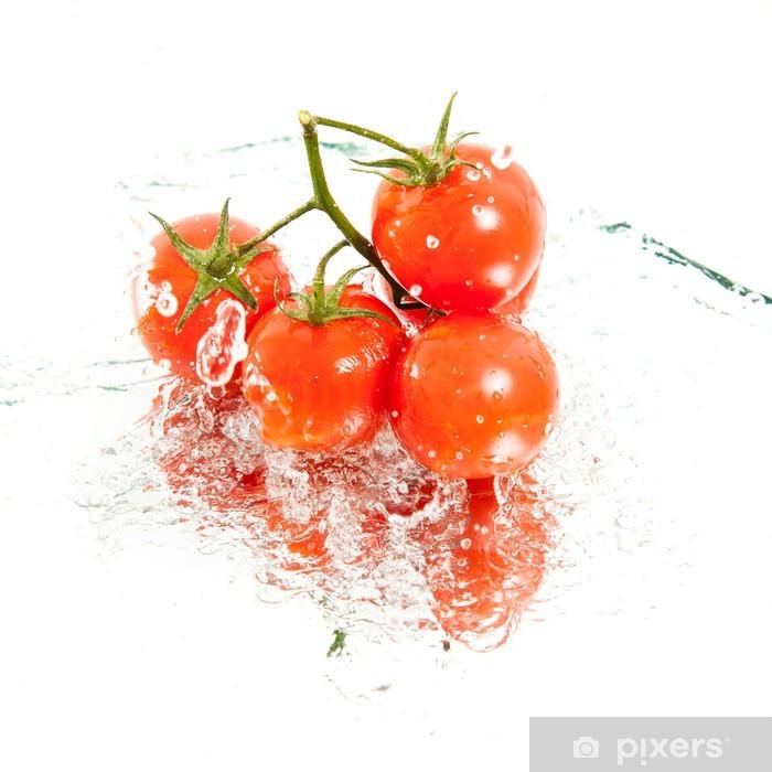 Poster Cinq tomates cerises fraîches dans les projections d'eau - Thèmes