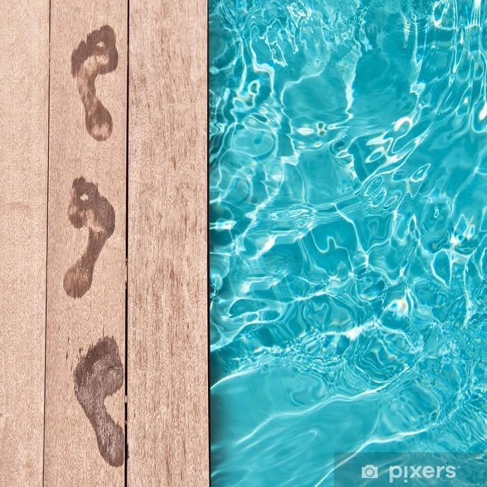 Traces de pieds nus au bord d'une piscine Vinyl Wall Mural - Destinations