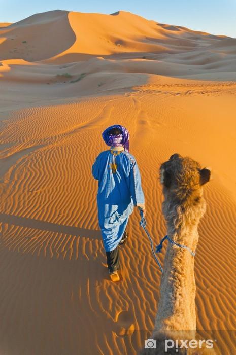 Pixerstick Dekor Berber gå med kamel på Erg Chebbi, Marocko - Afrika