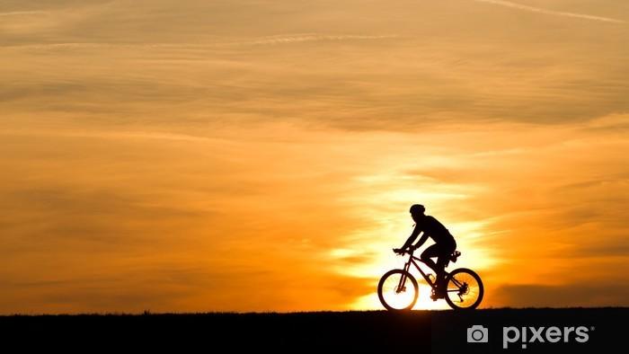 Papier peint vinyle Silhoette Biker au coucher du soleil - Sports individuels