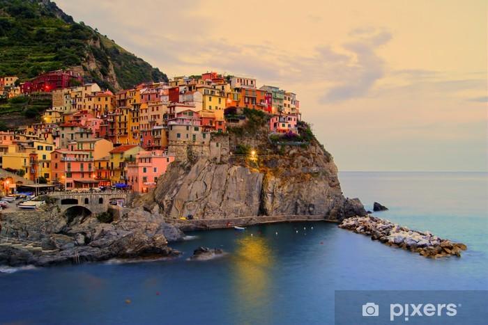 Vinil Duvar Resmi Manarola, günbatımında Cinque Terre kıyısında İtalya -