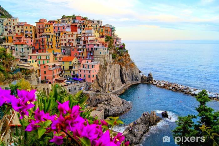 Vinil Duvar Resmi Çiçekler ile İtalya'nın Cinque Terre sahil -