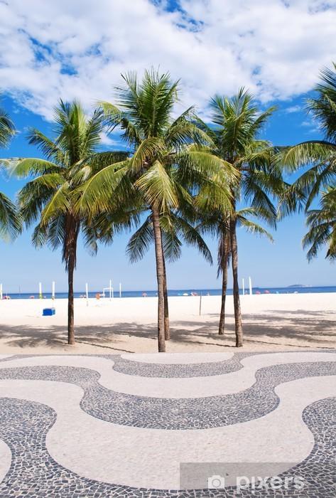 Fotomural Estándar Vista de la playa de Copacabana con palmeras y mosaico de acera - Brasil