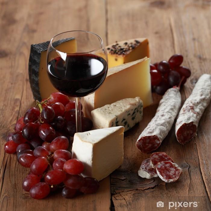 Fototapeta winylowa Czerwone wino z serem i salami - Sery