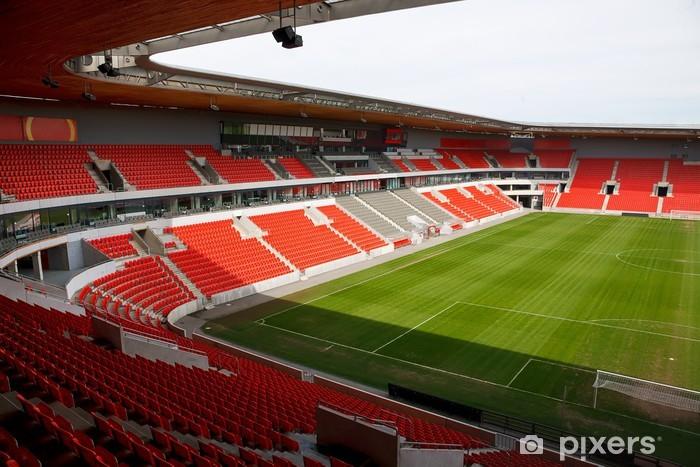 Fototapeta winylowa Zobacz na pustym nożnej (piłka nożna) stadionu z czerwonymi fotele - Sporty drużynowe