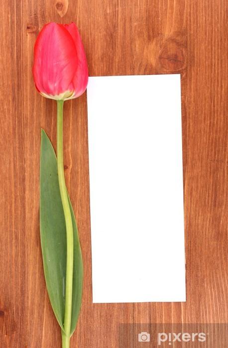 Nálepka Pixerstick Krásná tulipán a karta na dřevěném pozadí - Květiny