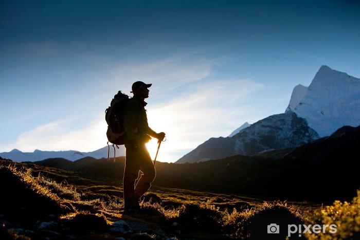 Vinyl Fotobehang Wandelaar in de bergen van Himalayagebergte - Thema's