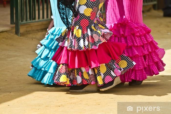 Vinilo Pixerstick Las mujeres que usan trajes de flamenca en la feria de Sevilla. - Europa