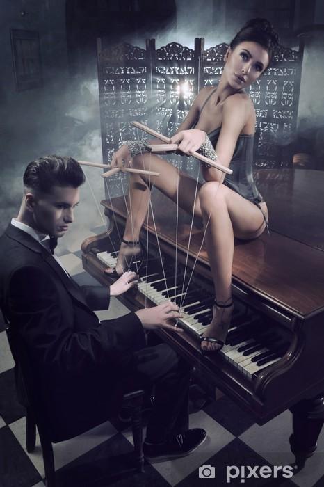 Naklejka Pixerstick Zmysłowa kobieta w seksownej bieliźnie siedzi na fortepianie - Bielizna