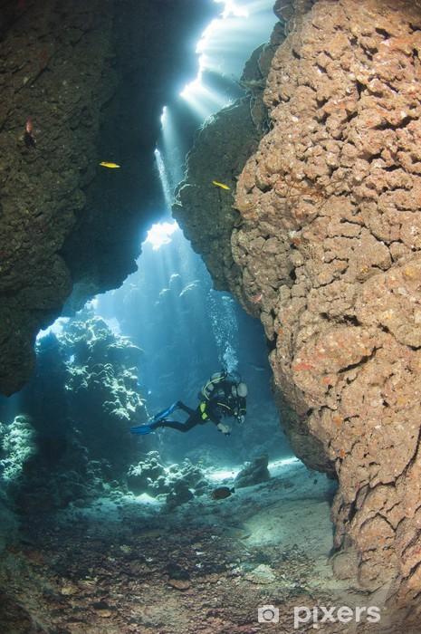Pixerstick Dekor Dykare i en undervattensgrotta - Vattensport