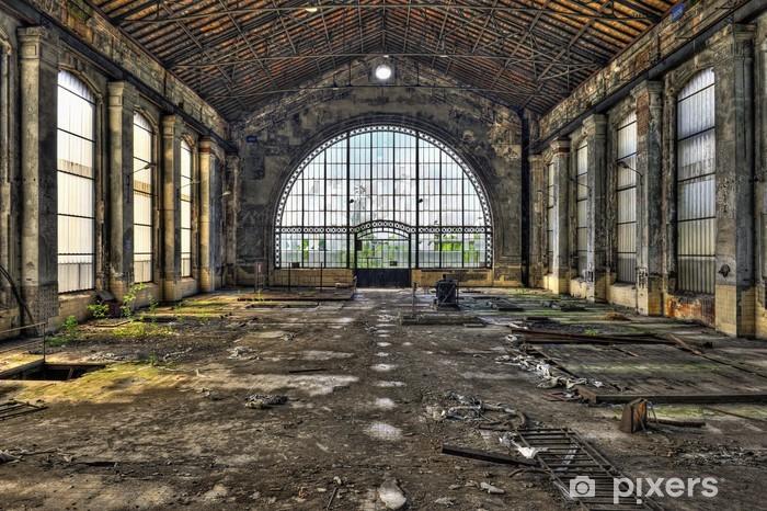 Naklejka Pixerstick Piękne szklane ściany wewnątrz hali opuszczonej kopalni - Style