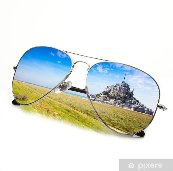 Fototapeta winylowa Occhiali Mont Saint Michel - Wakacje