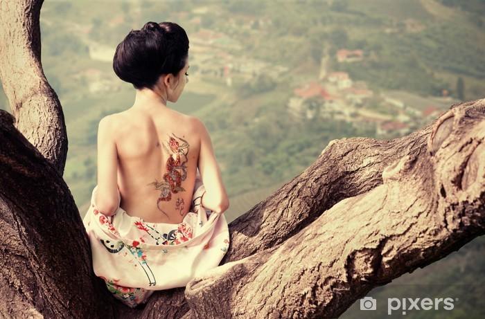 Pixerstick Sticker Vrouw met slang tatoeage zit op boomtak - Tattoos