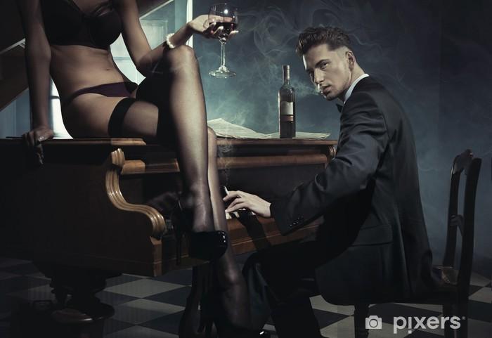 Fototapeta winylowa Sexy kobieta z lampką wina - Pary
