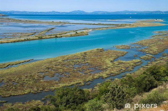 Papier peint vinyle Lac du Parc national de Butrint, en Albanie - Europe