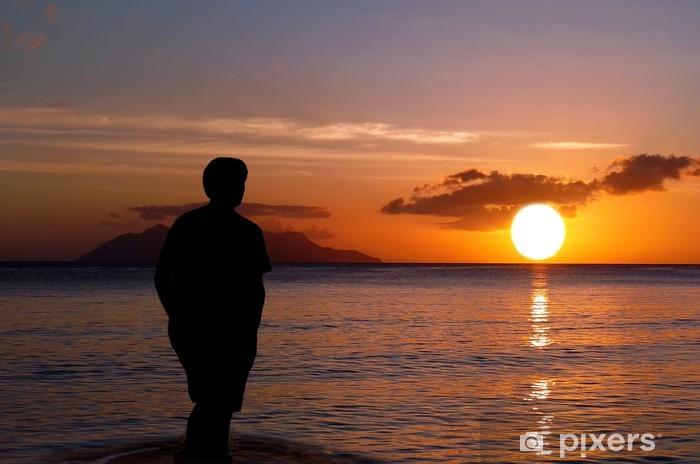 Fotos En La Playa Hombre: Fotomural Solitario En La Puesta Del Sol. Hombre En La