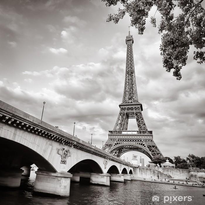 Plakat w ramie Wieża Eiffla widok z rzeki kwadratowym formacie seine - Tematy