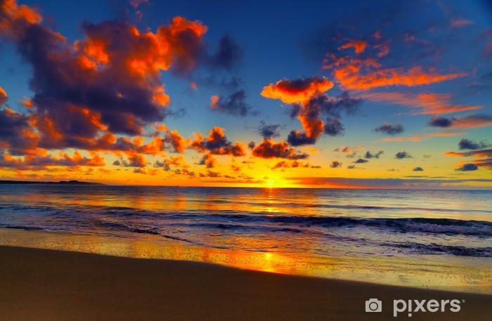 Papier peint vinyle Magnifique coucher de soleil sur la plage tropicale - Thèmes