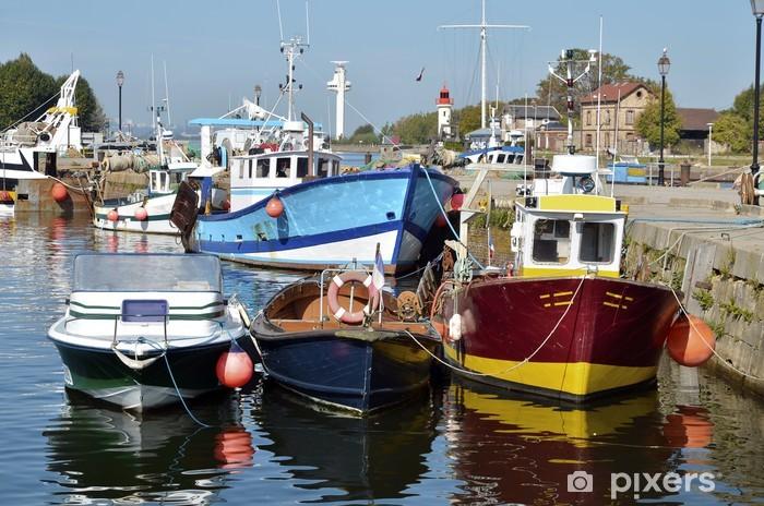 Papier peint vinyle Les bateaux de pêche dans le port de Honfleur en France - Thèmes
