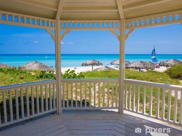 Vinyl-Fototapete Tropischer Strand in Kuba von einem typischen Haus gesehen - iStaging