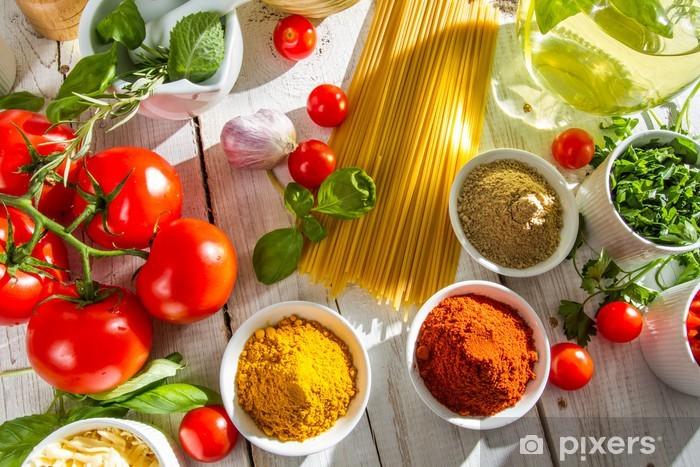 Tuoreita vihanneksia ja mausteita italialaisessa keittiössä Pixerstick tarra - Themes
