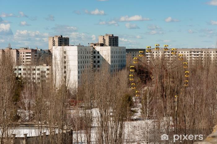 Papier peint vinyle Ville abandonnée avec le ciel bleu - Europe