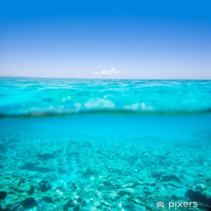 Poster Belearic îles dans la mer turquoise sur la ligne de flottaison - Sous l'eau