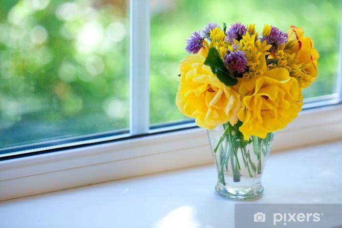 Sticker Pixerstick Beau bouquet de roses sur un rebord de fenêtre - Fleurs