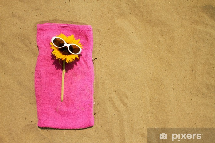 Pixerstick Aufkleber Lustige Sonnenblume mit Sonnenbrille entspannenden auf Strand - Urlaub