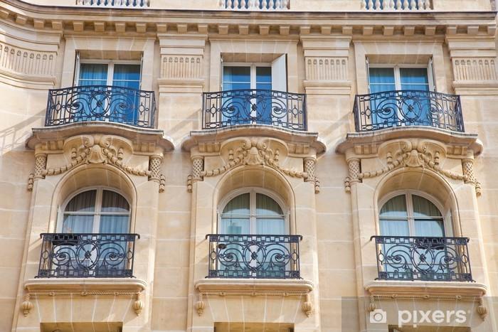 Papier peint vinyle Façade de la maison - Maison ancienne avec balcon à Paris - Villes européennes