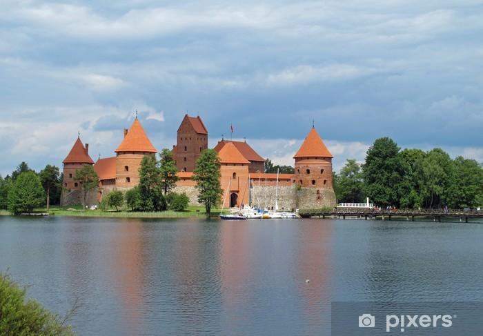Vinyl-Fototapete Alten Burg, die auf dem See in Litauen widerspiegelt - Europa