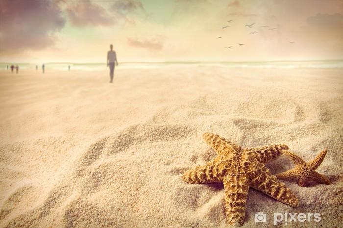Sticker Pixerstick Étoiles de mer sur le sable à la plage - Vacances