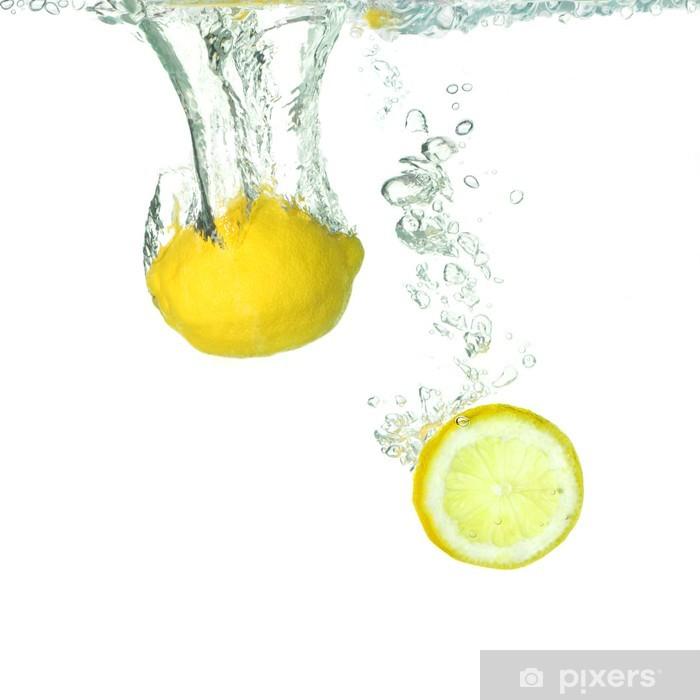 Fototapeta winylowa Cytryna i cytryna, plaster objętych w wodzie - Sprzedaż