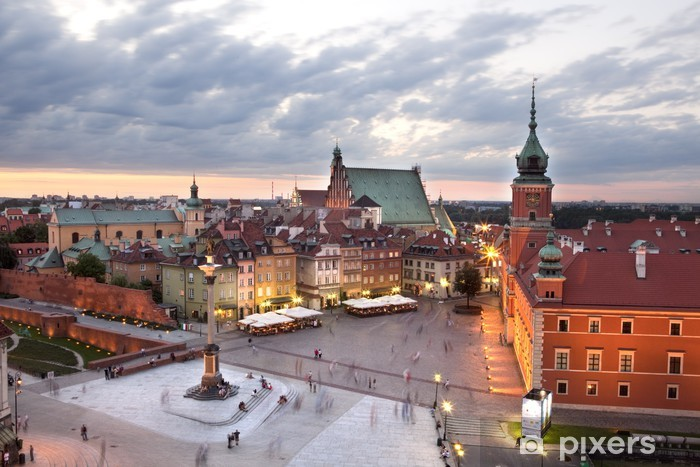 Vinilo Pixerstick Royal Plaza del castillo en la ciudad vieja de Varsovia, en la oscuridad. Polonia - Temas