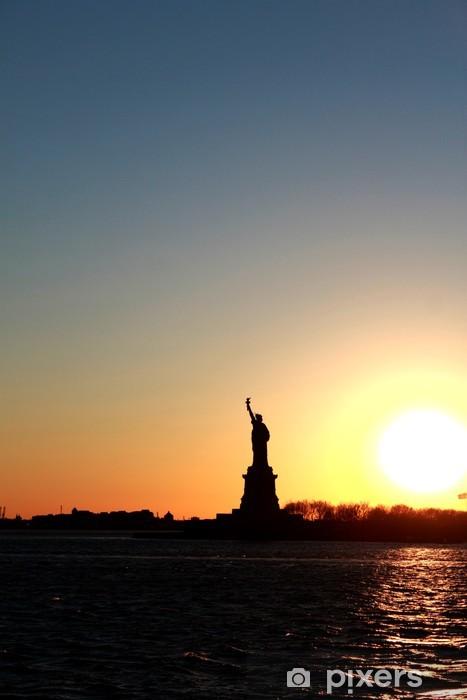 Vinyl-Fototapete Freiheitsstatue bei Sonnenuntergang - Amerikanische Städte