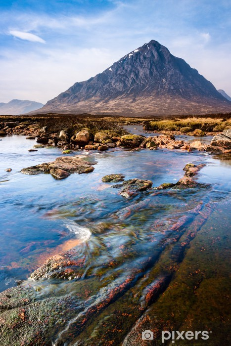 Vinyl Fotobehang Schotse hooglanden landschap scène met bergen en de rivier - Thema's