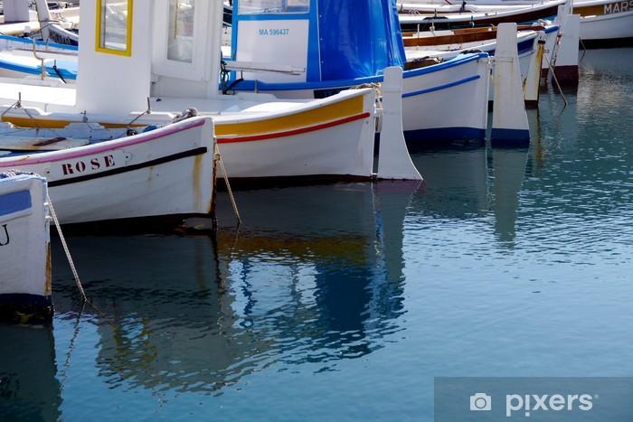 4e7690e5a Fototapeta Rybářské lodě odráží ve vodě • Pixers® • Žijeme pro změnu