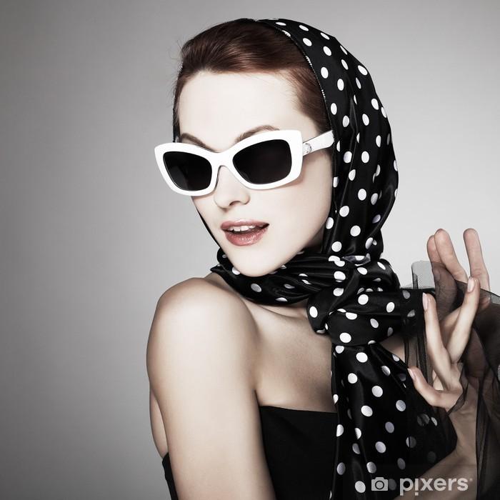 Vinyl-Fototapete Portrait schönen Mädchen im Retro-Stil - Frauen