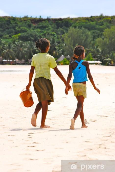 Fototapeta winylowa Dziecko na plaży - Afryka - Madagaskar - Nosy Iranja - Afryka
