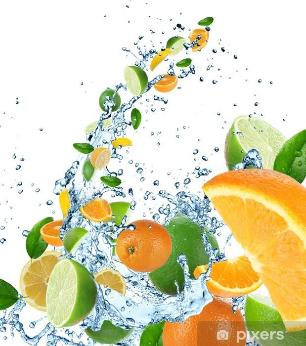 Papier peint vinyle Fruits frais dans les projections d'eau - Fruits