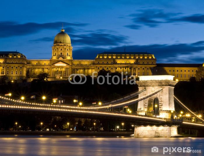 Fototapeta winylowa Most Łańcuchowy i Zamek Królewski - Europa