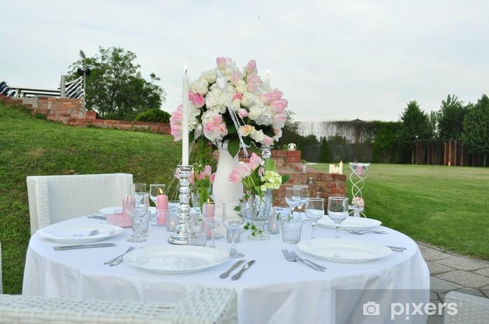 Fototapeta winylowa Romantyczny stolik na zewnątrz - Posiłki