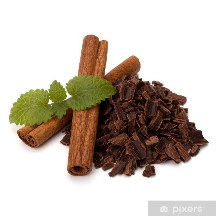 Fototapeta winylowa Kruszywo wióry czekolady i cynamonu stos - Posiłki