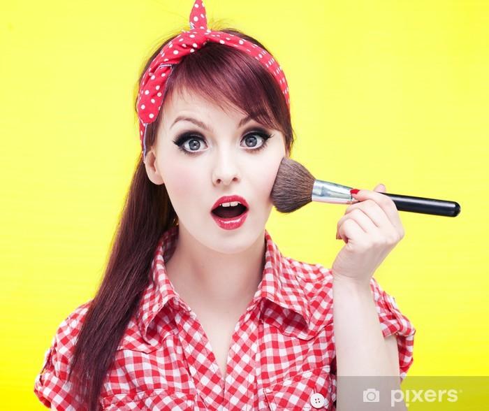 Naklejka Pixerstick Śliczne dziewczyny pin up stosowania blusher - Kobiety